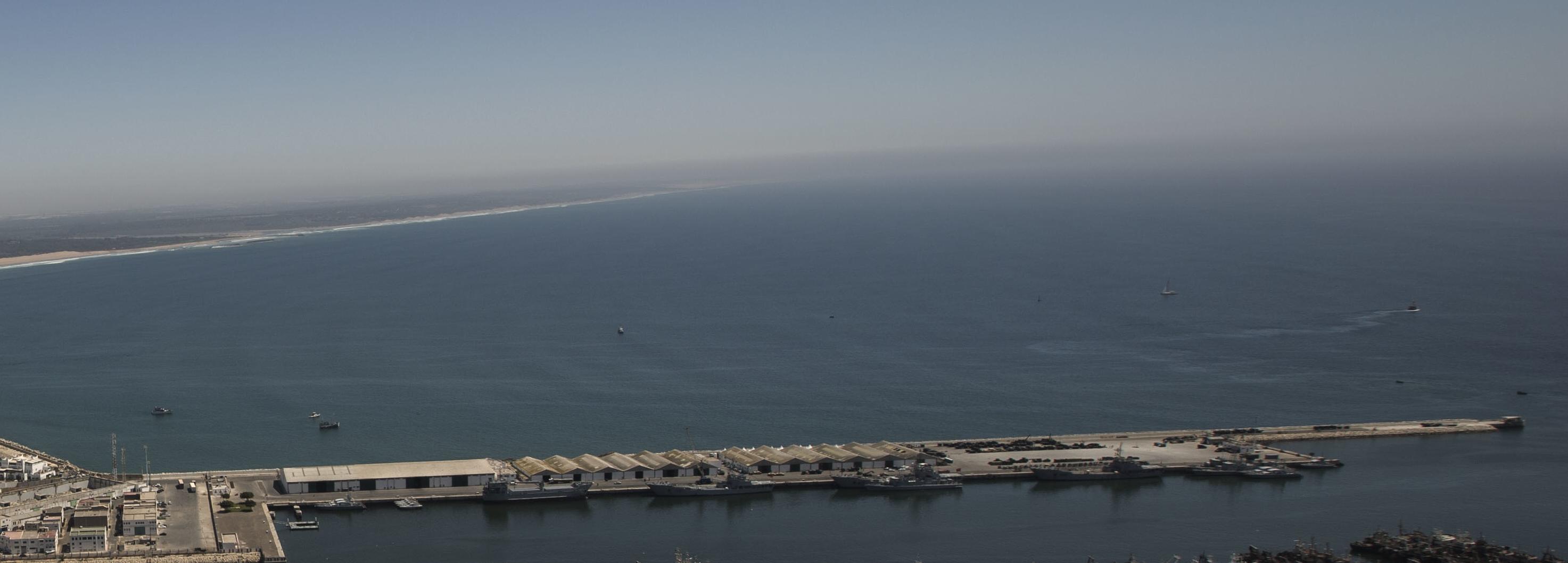 Royal Moroccan Navy Fleet Auxiliary / Unités Auxiliaires de la MRM - Page 3 150604032610439314