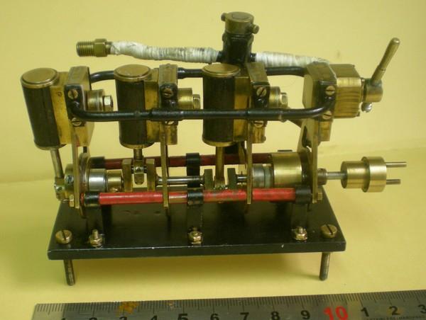 moteur trois cylindres oscillants à simple-effet en ligne 150711024546538816