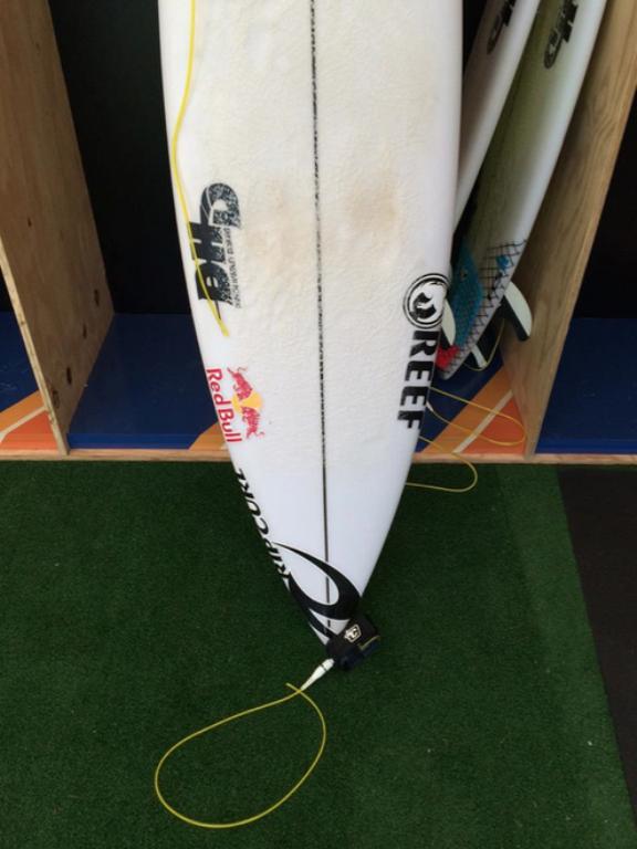 VIDÉO. Le surfeur Mick Fanning attaqué par un requin en pleine compétition en Afrique du Sud ! Par HuffPost avec AFP                        150720095207328231