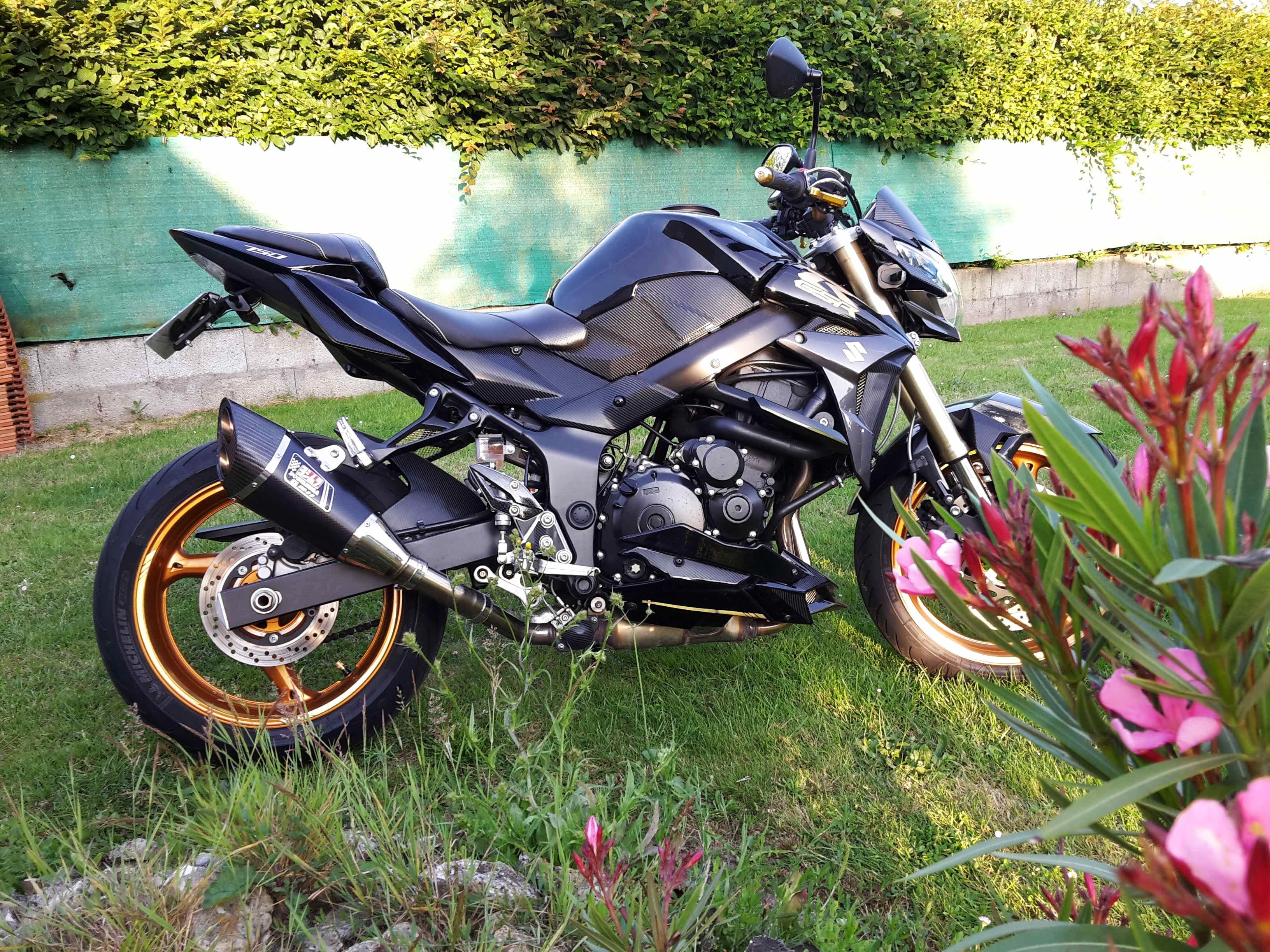 Recherche photos Yoshimura R11 monté sur notre belle Gsr - Page 10 150731111705351495