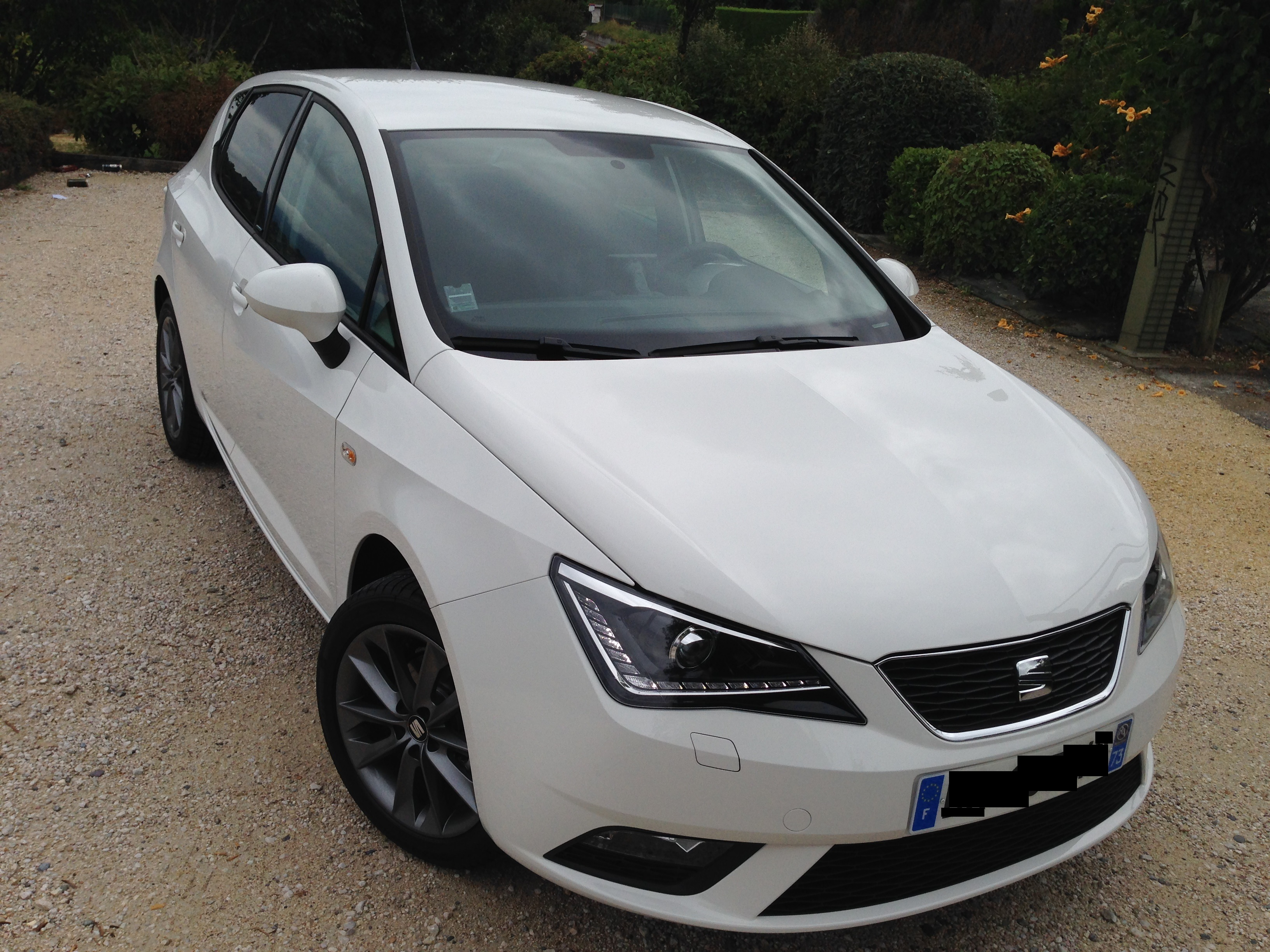 seat ibiza itech plus 1 2tsi blanche pr sentation ibiza seat forum marques. Black Bedroom Furniture Sets. Home Design Ideas
