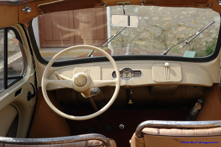 Auto belles de collection fil ouvert for Interieur 4cv