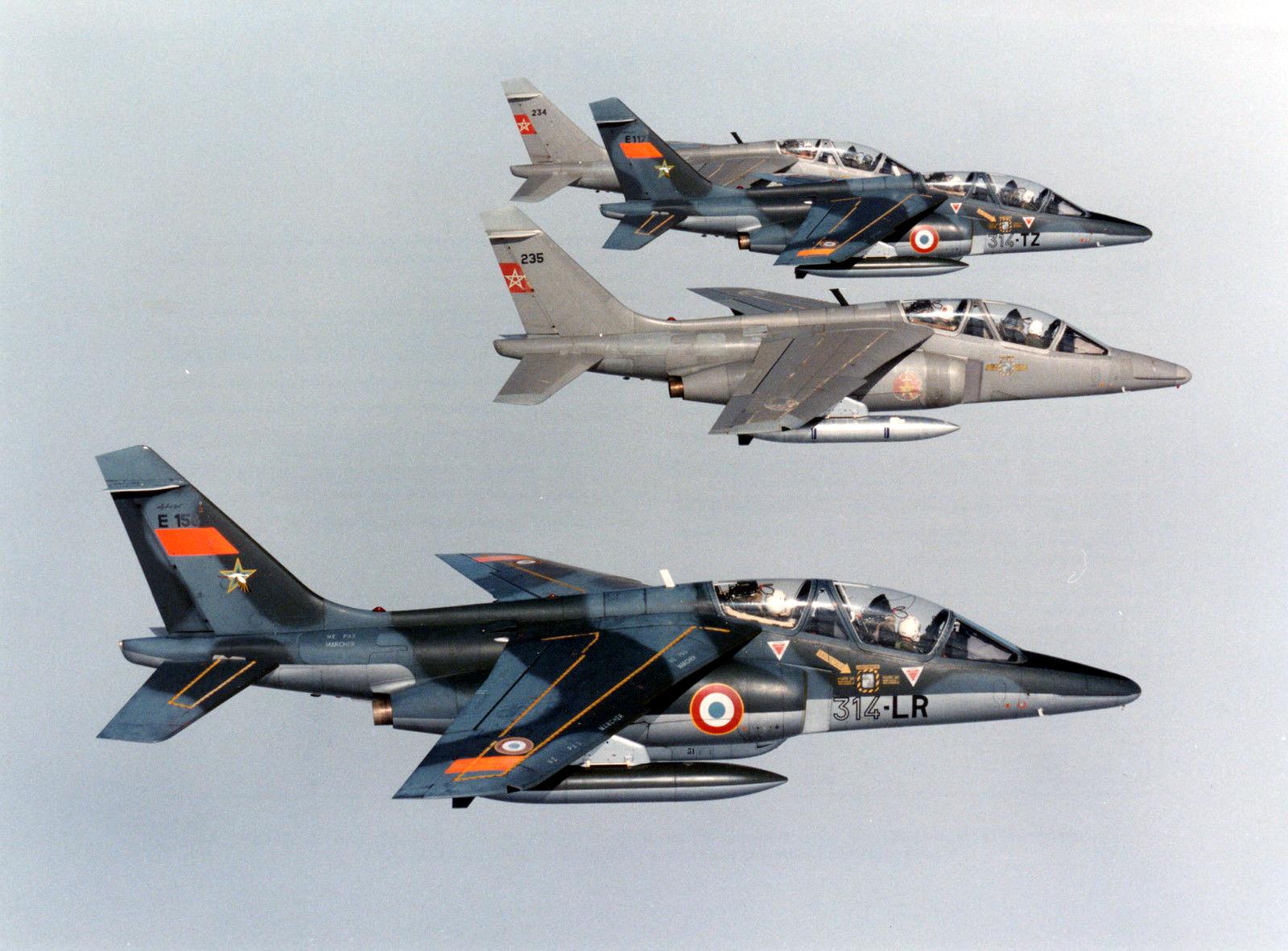 FRA: Photos avions d'entrainement et anti insurrection - Page 8 15081406183469472