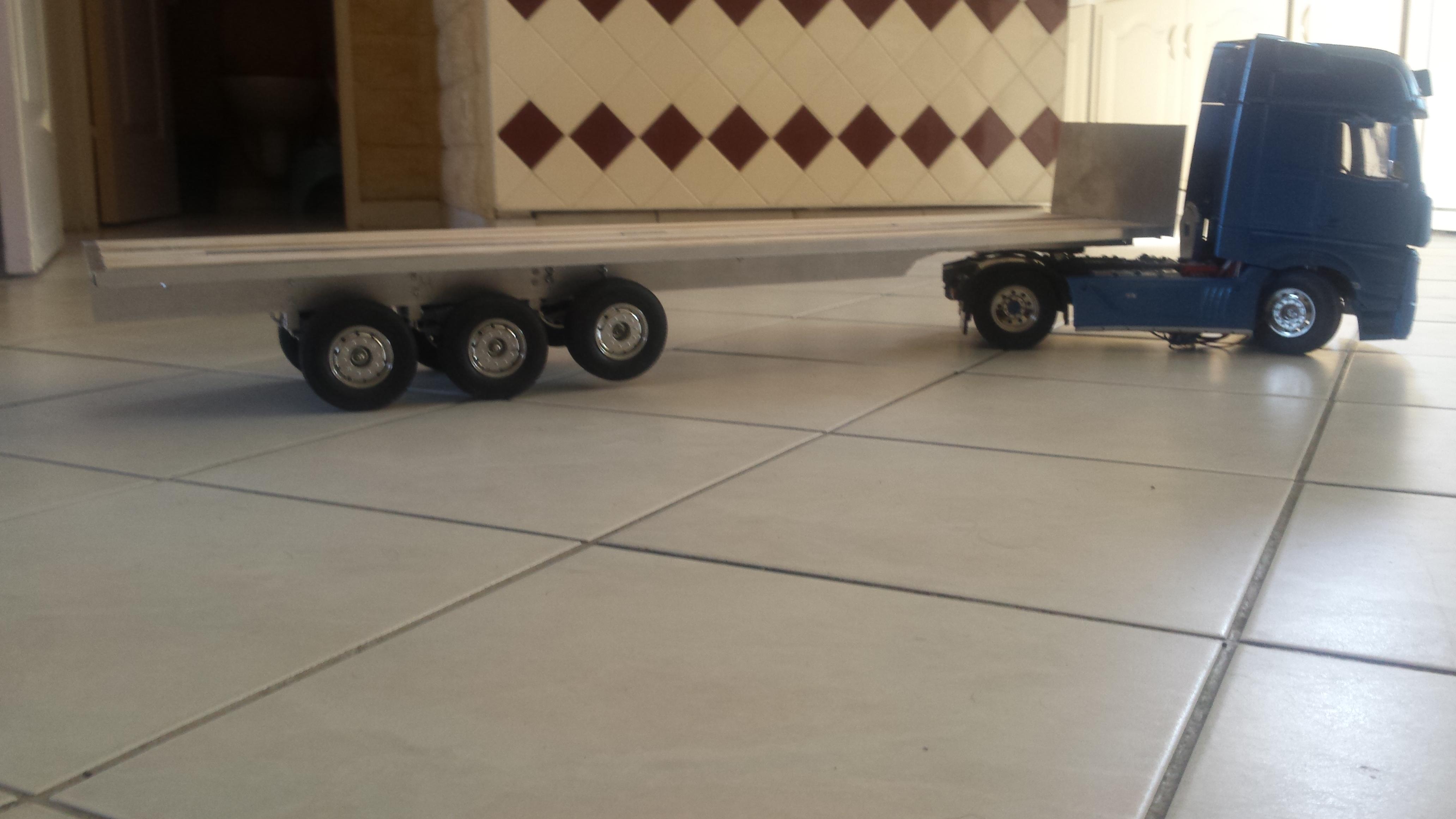 semi remorque plateau 3 essieux camions rc fr. Black Bedroom Furniture Sets. Home Design Ideas