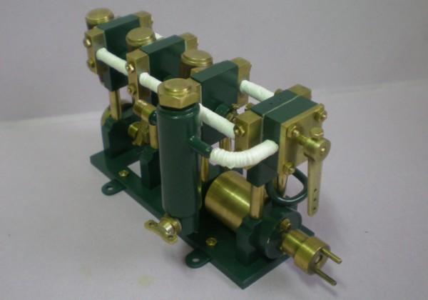 moteur tri-cylindre de 2 cm3 150908042017141485