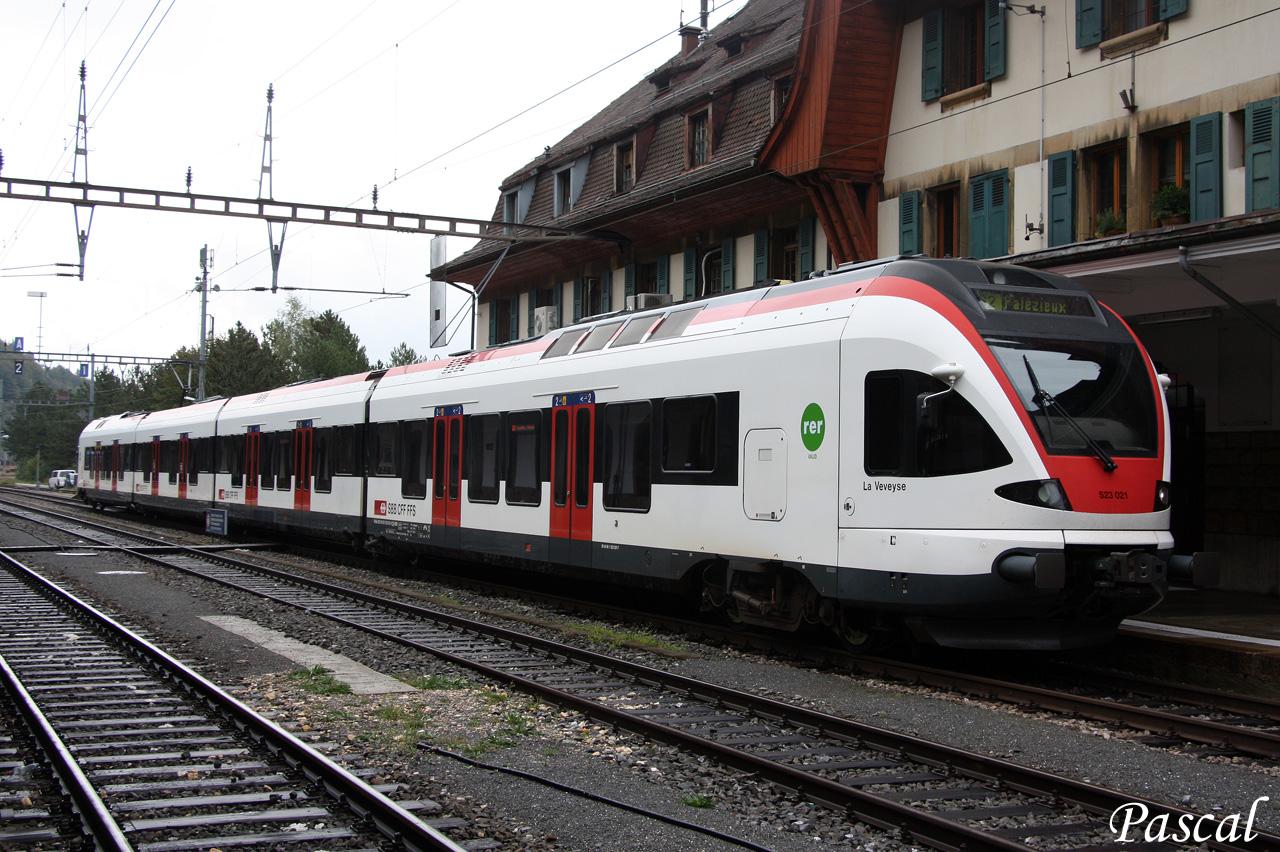 Les trains en Suisse  - Page 3 150922110123135423
