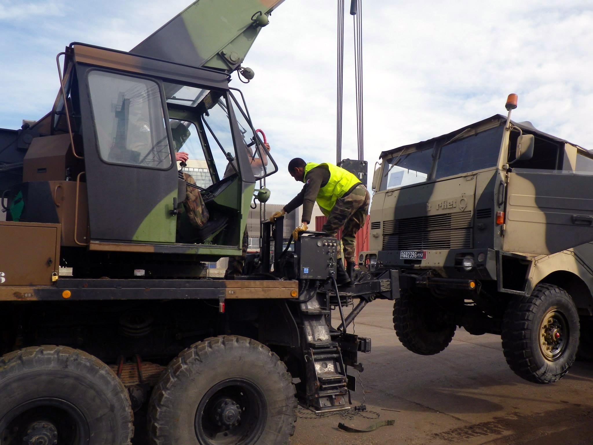 Photos - Logistique et Camions / Logistics and Trucks - Page 5 150924055455185933