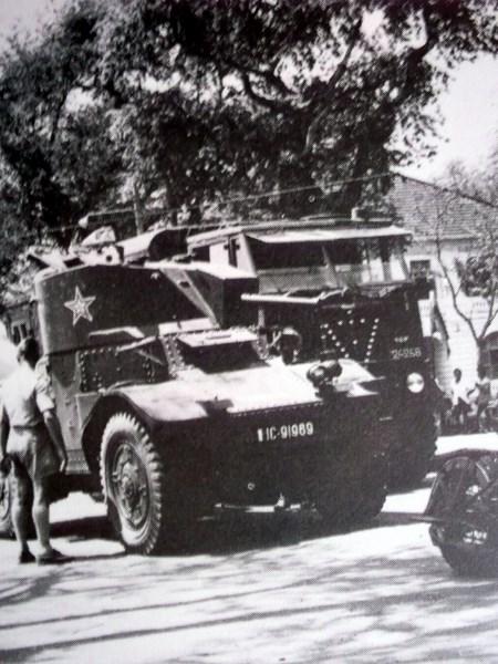 auto mitrailleuse Panhard 178 B en Indochine 151202044807783787