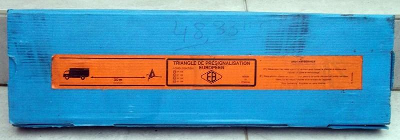 lampe torche et triangle de présignalisation  15120406074574504