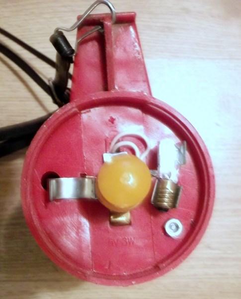 lampe torche et triangle de présignalisation  151204085221881456
