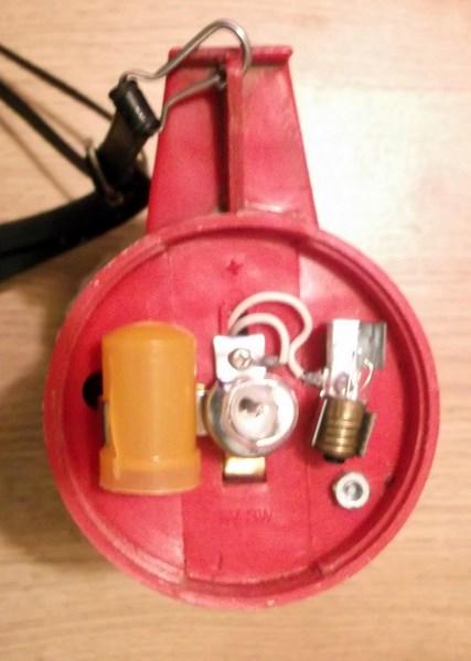 lampe torche et triangle de présignalisation  151204085222539687