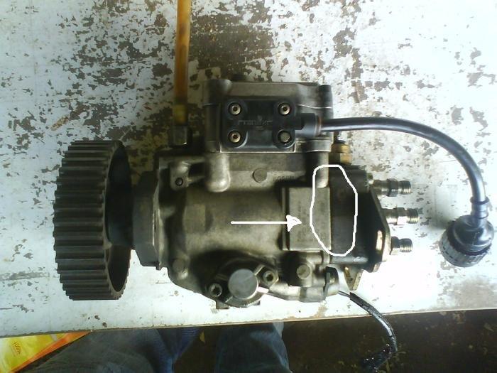 [ BMW E30 324D M21 ] fuite pompe injection  151219113455863108