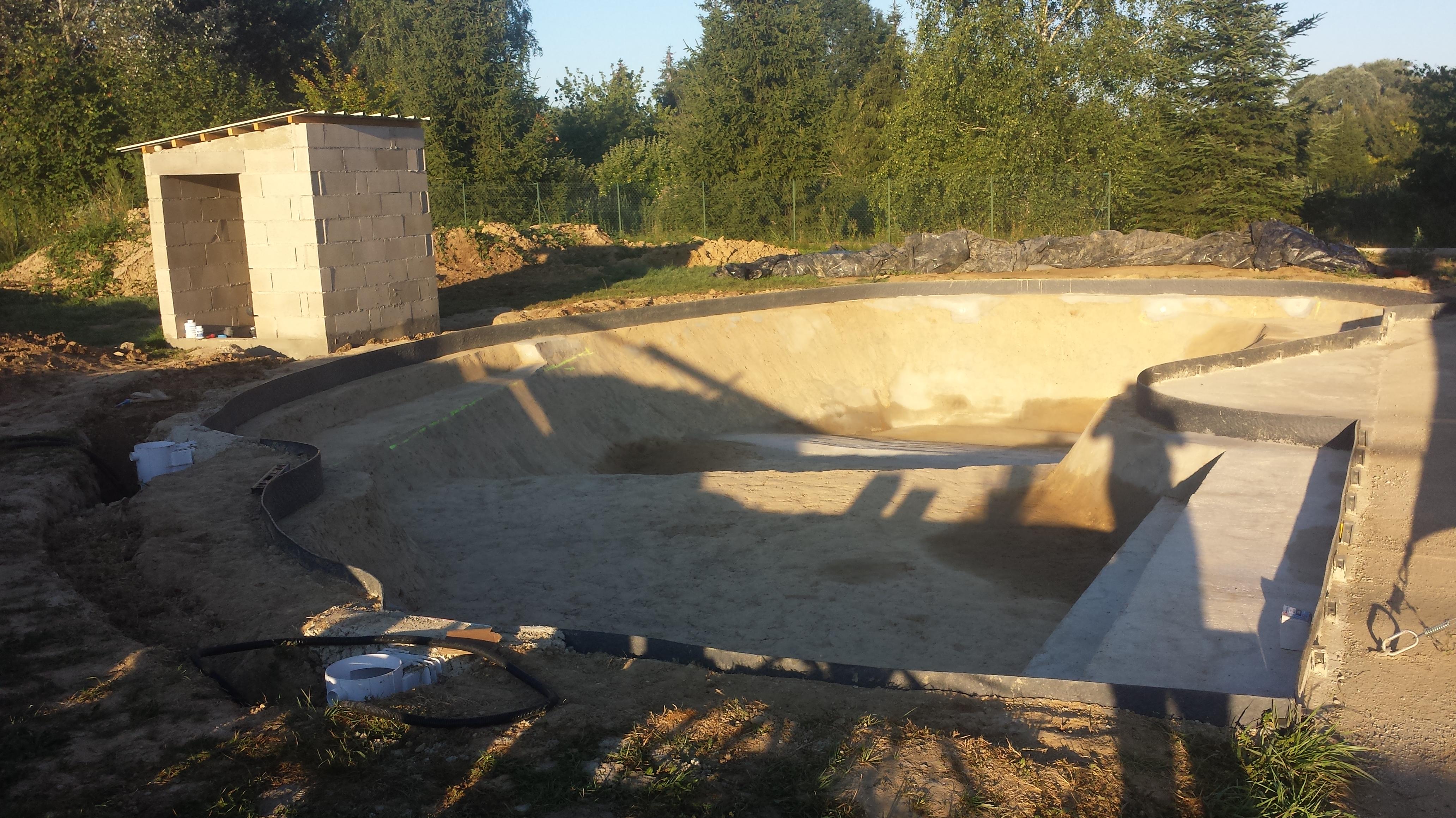 Auto construction piscine sur terre piscines r alisations for Faux rocher local technique piscine