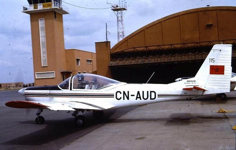 FRA: Photos avions d'entrainement et anti insurrection - Page 8 151226034158902267