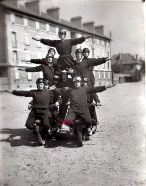 Création  des Premières acrobaties Motos en 1952 151231045913257980