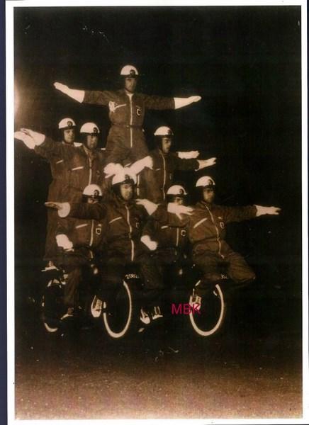 Création  des Premières acrobaties Motos en 1952 151231045916451210