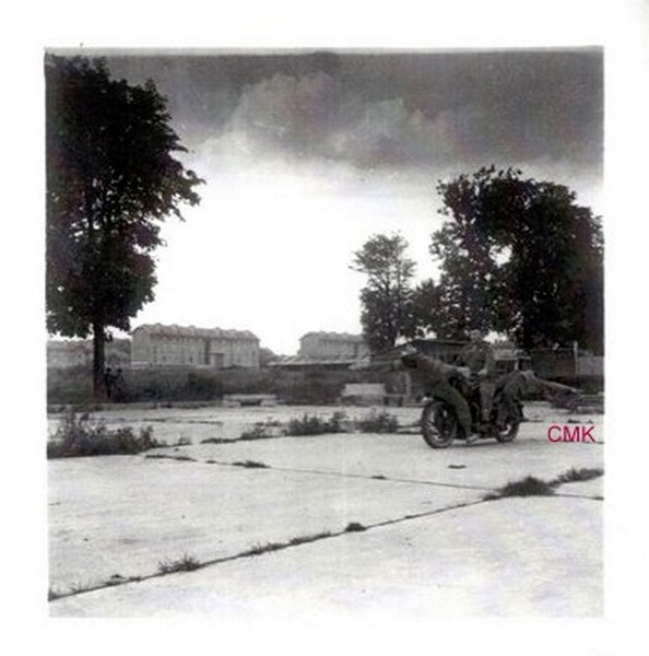 Création  des Premières acrobaties Motos en 1952 151231045920474953