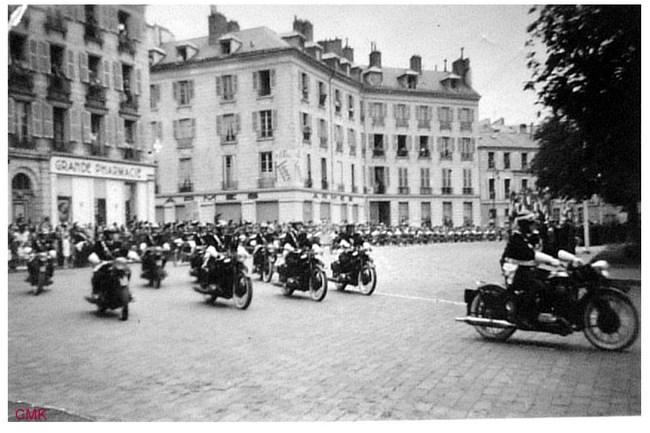 Création  des Premières acrobaties Motos en 1952 160102115659781310
