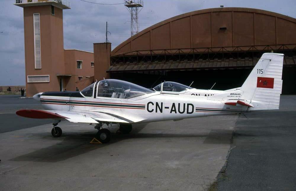 FRA: Photos avions d'entrainement et anti insurrection - Page 8 160103054320444878