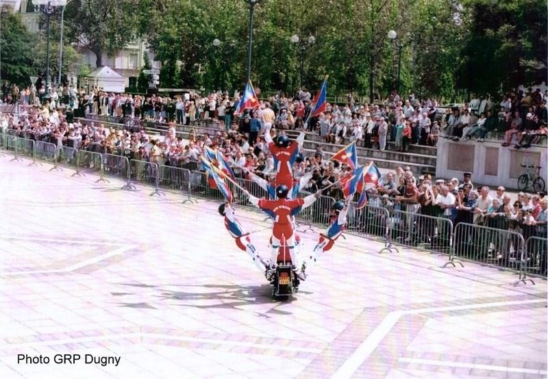 Création  des Premières acrobaties Motos en 1952 160105051654808302