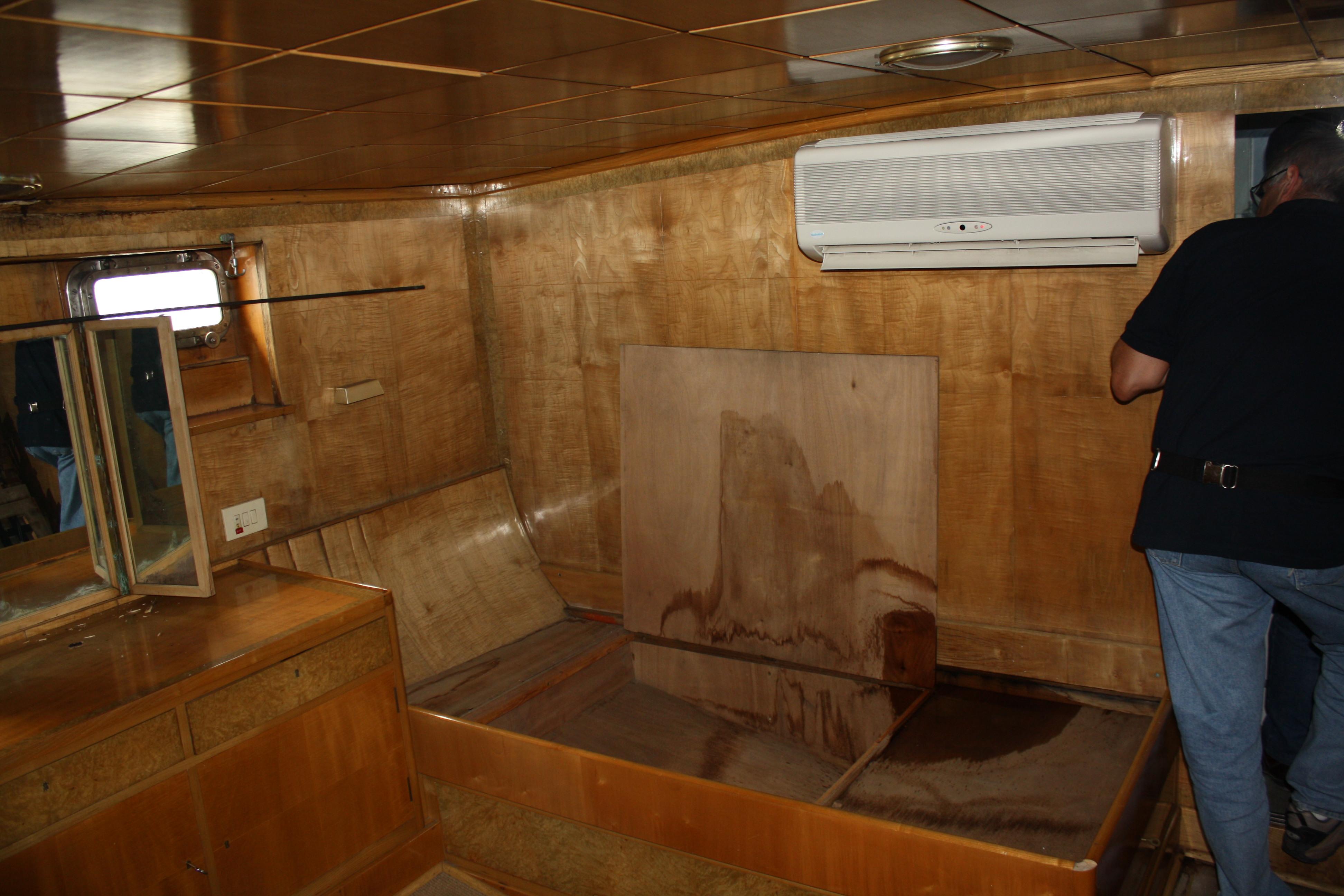 Le Yacht Royal ALPA est à vendre! - Page 5 160109054717681761