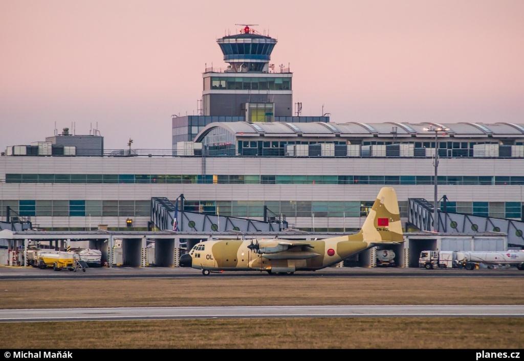 FRA: Photos d'avions de transport - Page 27 160326032304940052