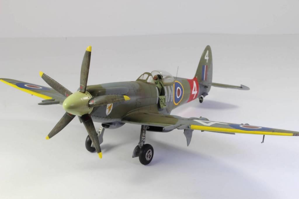 Spitfire F MK 22 , Eduard 1/48 .Limited édition ! 160413104908571256