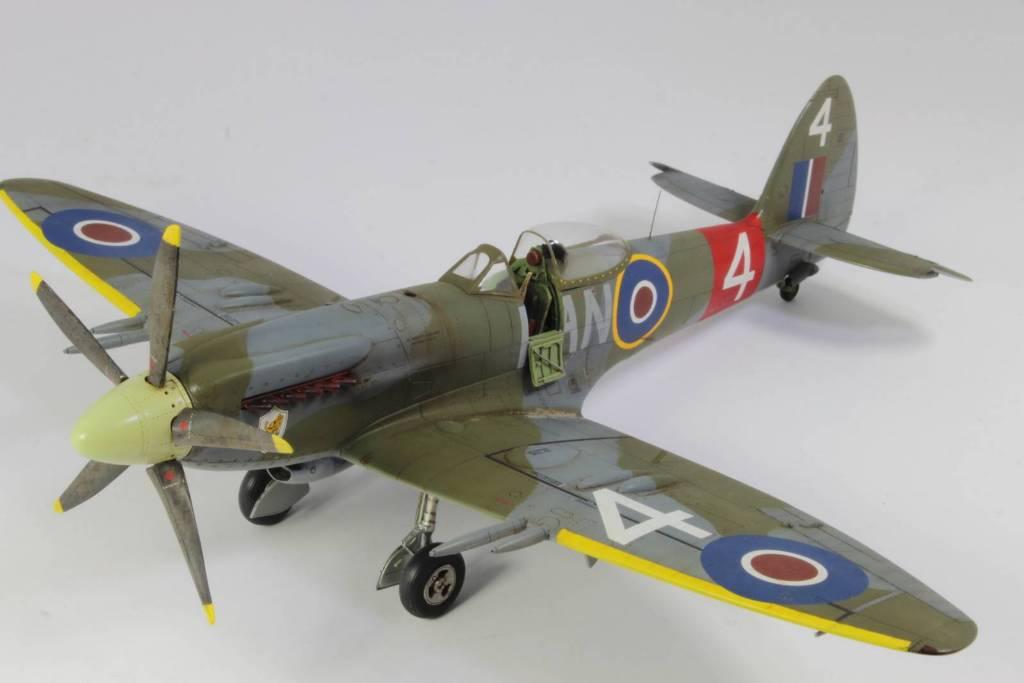 Spitfire F MK 22 , Eduard 1/48 .Limited édition ! 160413105353665954