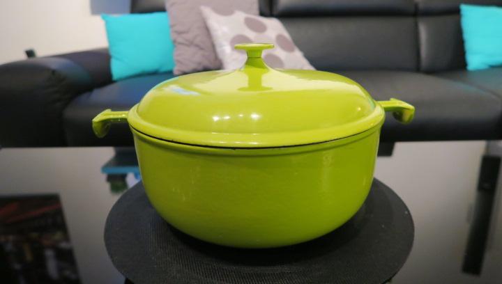 gorgeous enzo mari la mamma le creuset france dutch oven 29 kiwi green lime. Black Bedroom Furniture Sets. Home Design Ideas