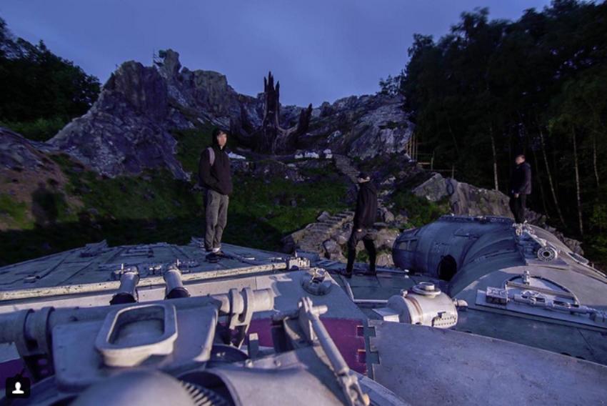 Pendant leur randonnée, ils tombent sur le tournage de Star Wars Episode 8  !                      160522104004731055