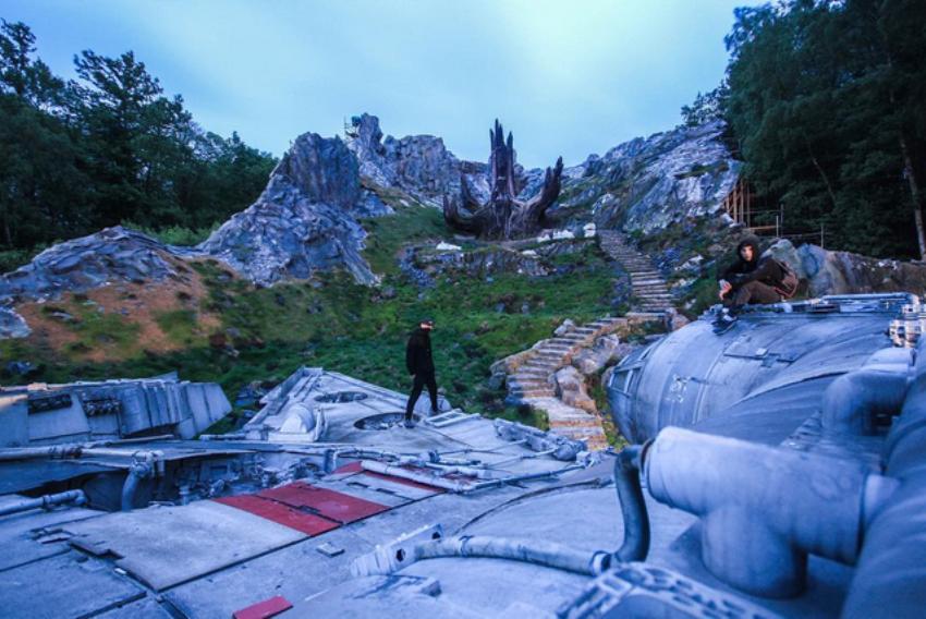 Pendant leur randonnée, ils tombent sur le tournage de Star Wars Episode 8  !                      160522104005121709