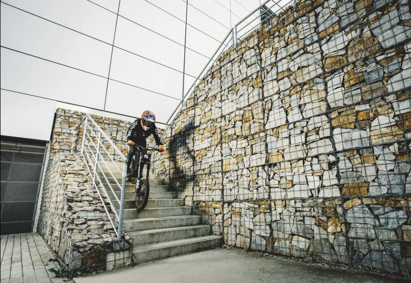 Kuberg Freerider : Un engin à mis chemin entre BMX et moto électrique ! Par Fabien (buzzecolo.com)                                          160725034950740606