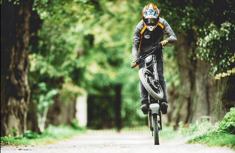 Kuberg Freerider : Un engin à mis chemin entre BMX et moto électrique ! Par Fabien (buzzecolo.com)                                          160725035016698036