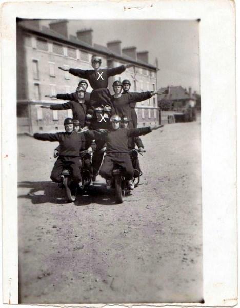 Création  des Premières acrobaties Motos en 1952 160812051610539523