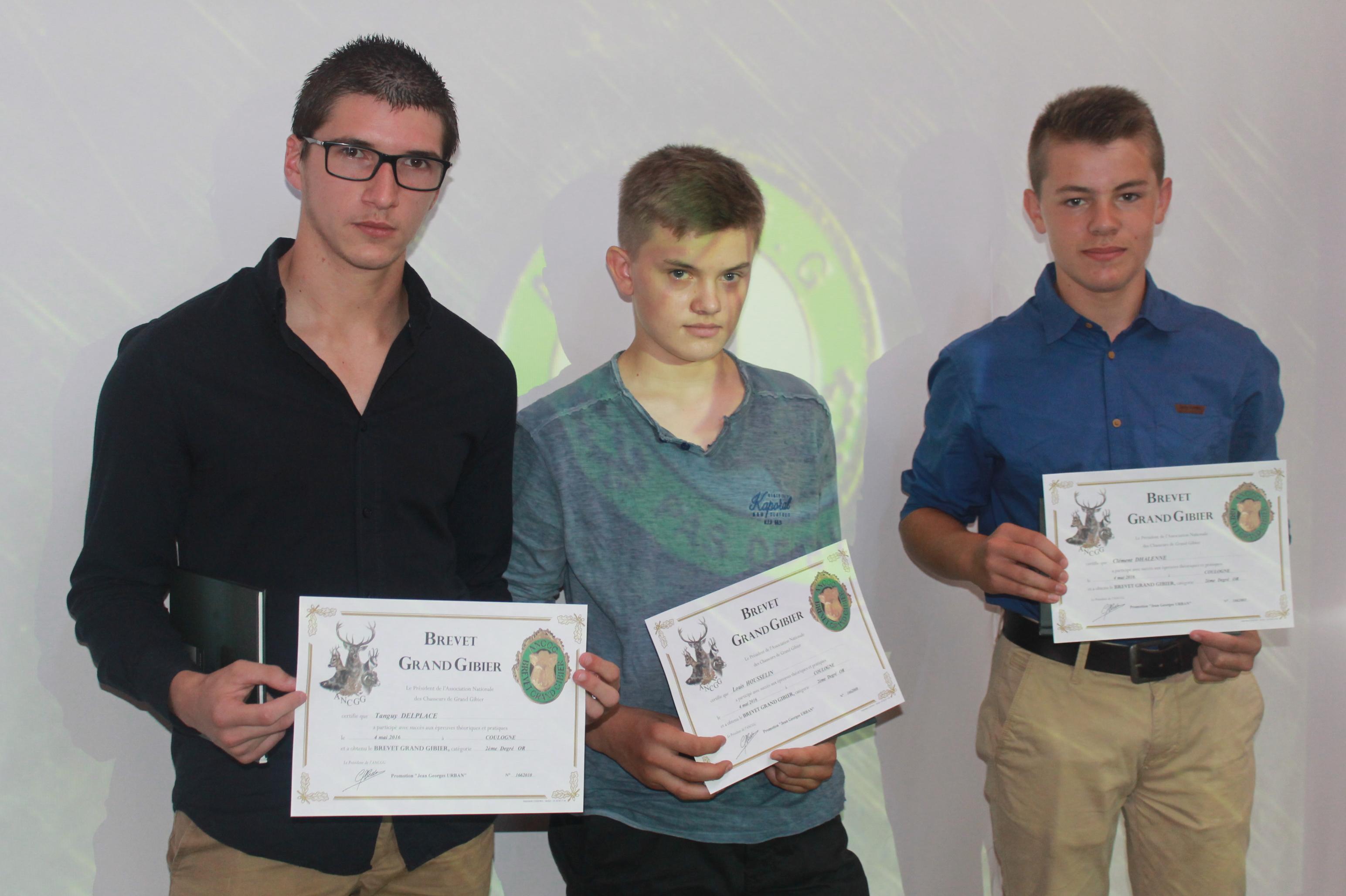Remise des diplômes du Brevet Grand Gibier à 3 de nos jeunes.