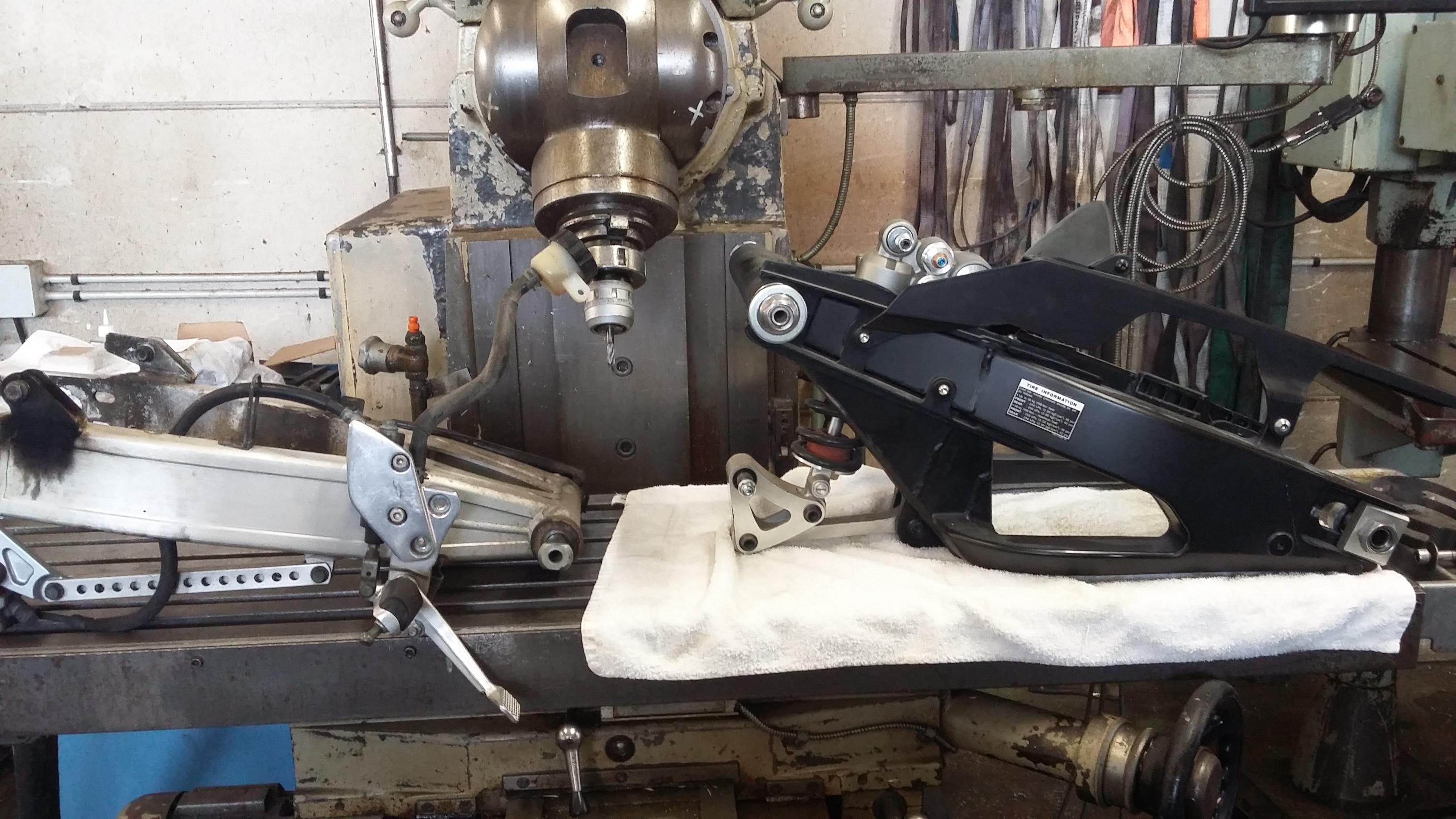 bras-oscillant-r1-sur-XJR-usvracing