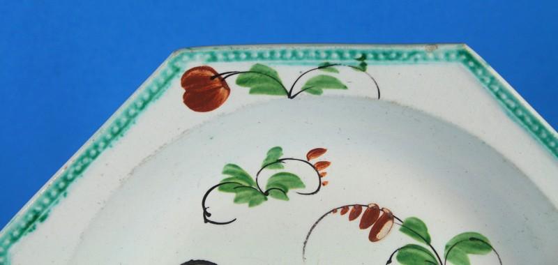 belle assiette hexagonale faience fine bord perle douai ou. Black Bedroom Furniture Sets. Home Design Ideas