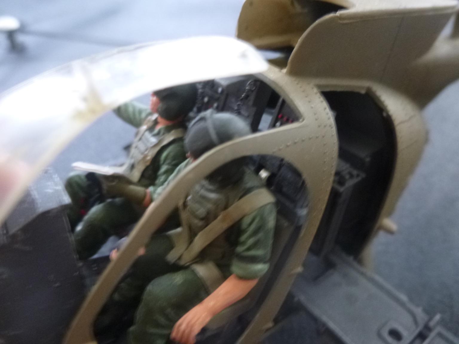Hélicoptère AH6 little bird + équipage  Dragon 1/35 - Page 2 170709102202286403