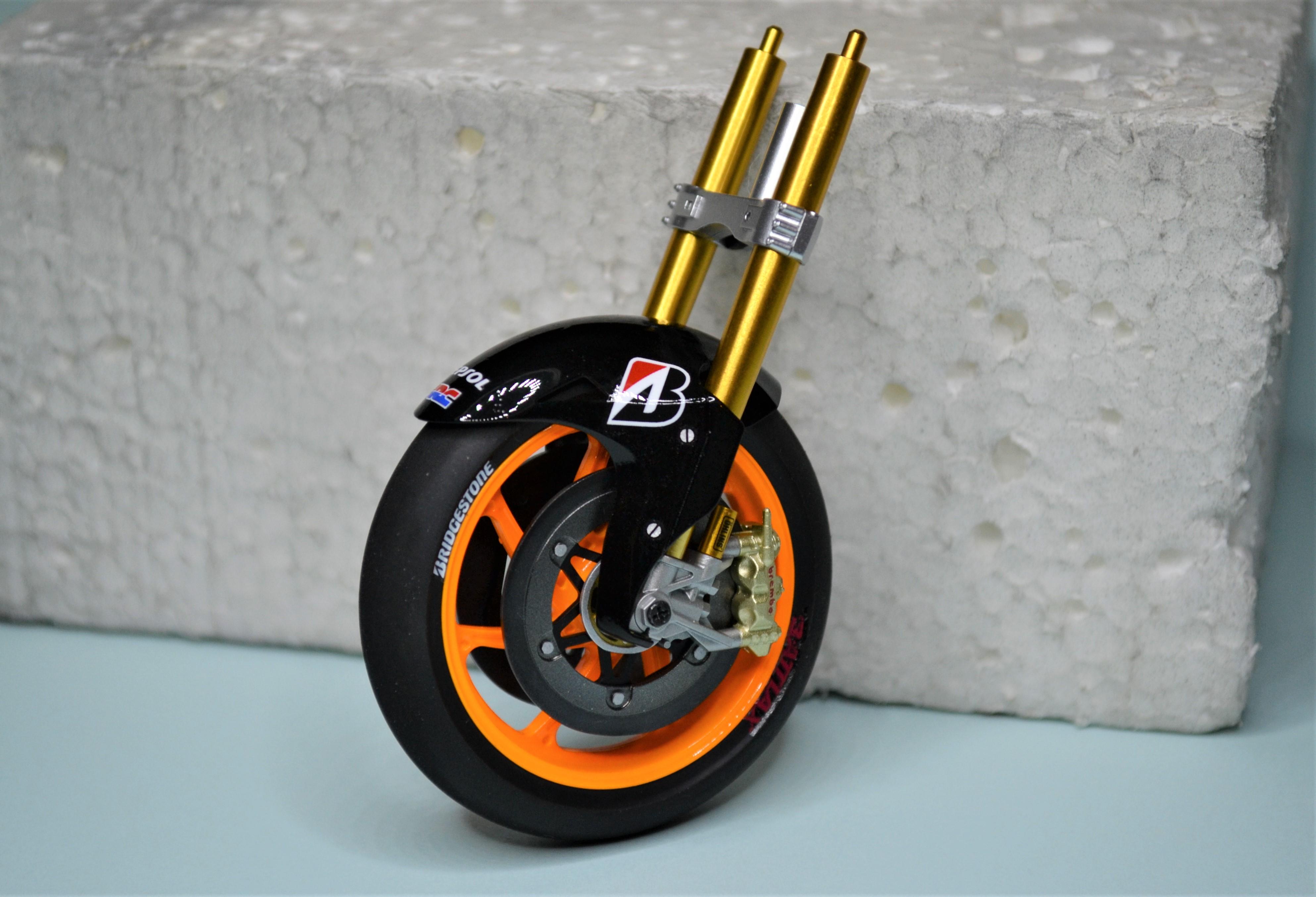 Honda Repsol Marc Marquez 1/12  - Page 2 170723090939872464
